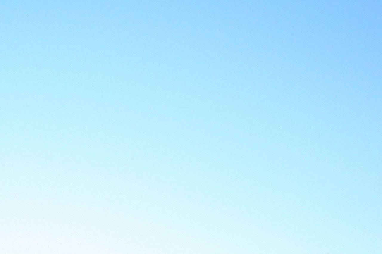 bkground_clear-sky-blue_med